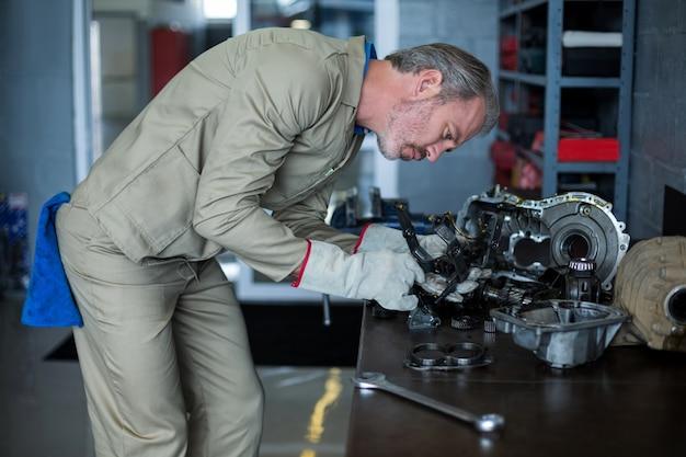 Mechanikiem sprawdzania do części samochodowych
