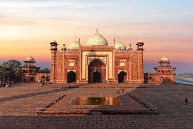 Meczet kau ban, kompleks mauzoleum taj mahal, indie.