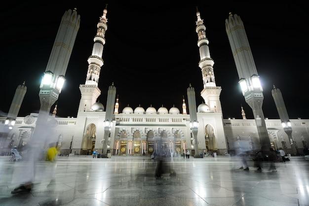 Meczet madina w nocy