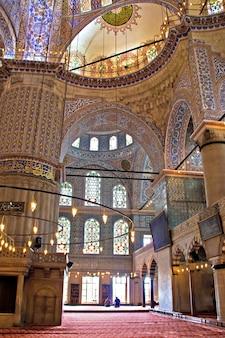 Meczet sułtana ahmeda (turecki: sultanahmet camii) - błękitny meczet w stambule, turcja