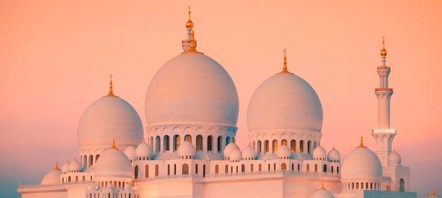 Meczet szejka zayeda w abu zabi o zachodzie słońca