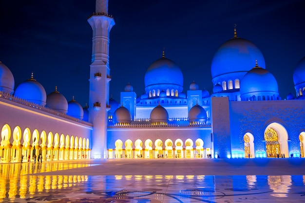 Meczet szejka zayeda w abu zabi w zjednoczonych emiratach arabskich