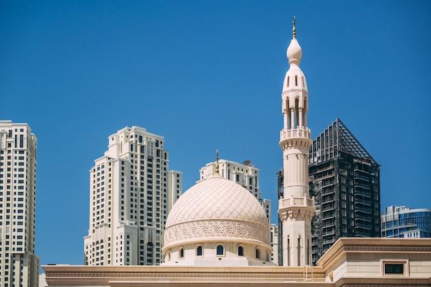 Meczet w dzielnicy dubai marina