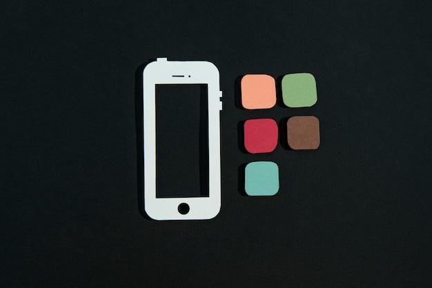 Media społecznościowe martwa natura z ramką telefonu