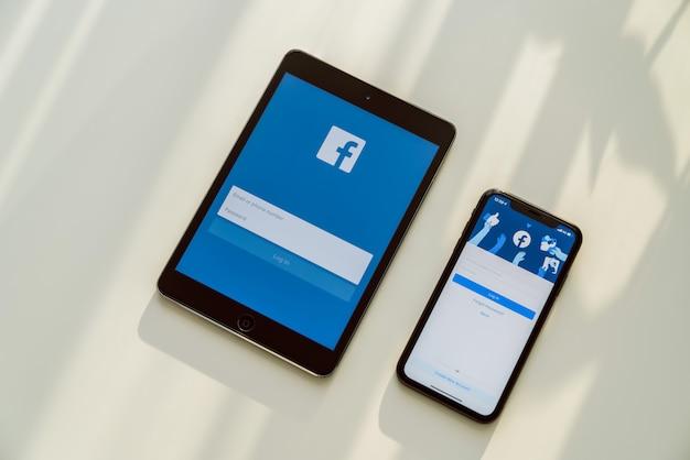 Media społecznościowe używają do wymiany informacji i sieci.