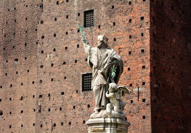 Mediolan miasta włochy sforza kasztelu statuy punktu zwrotnego architektura
