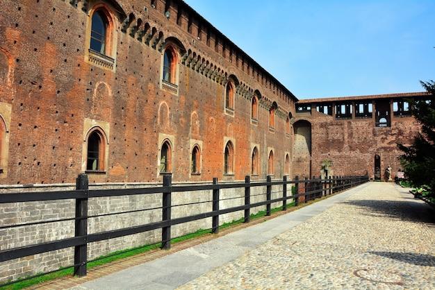 Mediolan miasto włochy sforza kasztelu ścian punkt zwrotny architektura