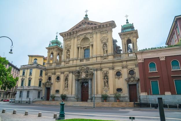 Mediolan, włochy: katedra w mediolanie, religia katolicka, włochy