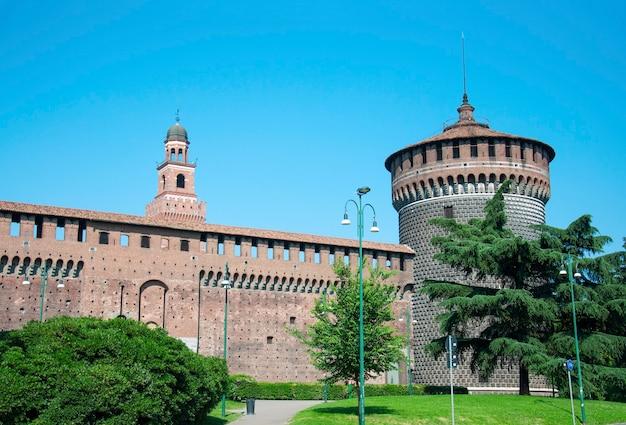 Mediolan włochy sforza castle tower landmark architektury