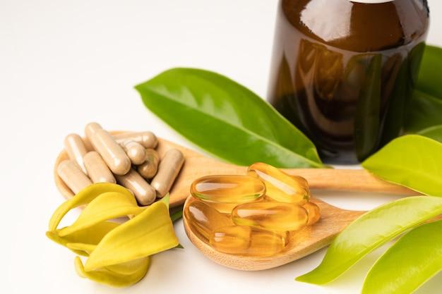 Medycyna alternatywna ziołowa organiczna kapsułka z witaminą e omega 3 olej rybny, mineralny, lek z liśćmi ziół naturalne suplementy dla zdrowego dobrego życia.