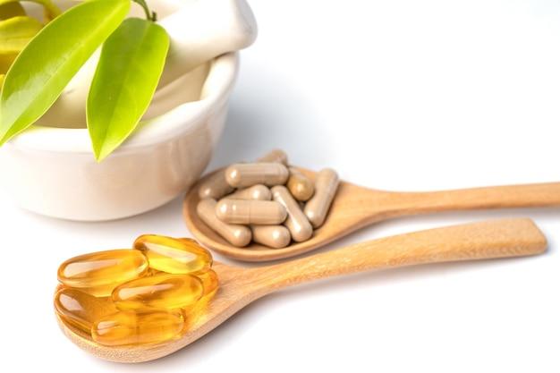 Medycyna alternatywna ziołowa organiczna kapsułka z witaminą e omega 3, olejem rybnym, lekiem mineralnym z liśćmi ziół