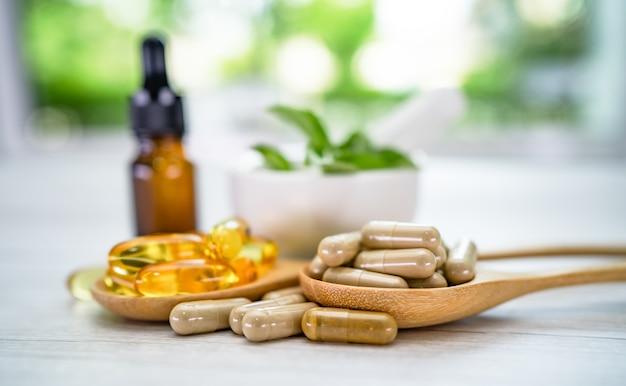 Medycyna alternatywna ziołowa organiczna kapsułka z witaminą e omega 3 olejem rybnym