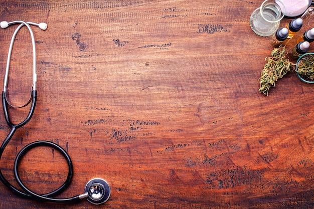 Medyczna marihuana w konopi flower before the harvest koncepcja ziołowej medycyny alternatywnej, olej cbd, przemysł medyczny w szklarni.