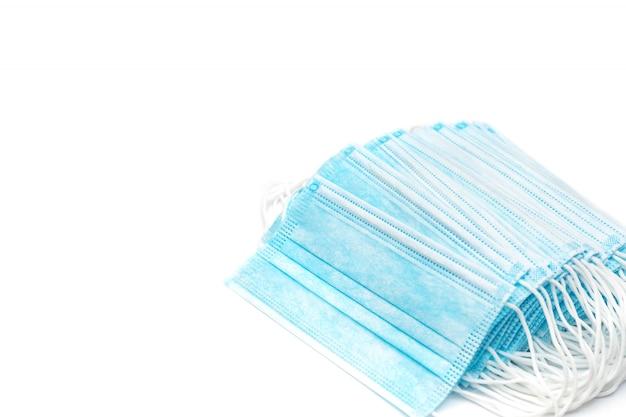 Medyczne ochronne tekstylne maski na bielu