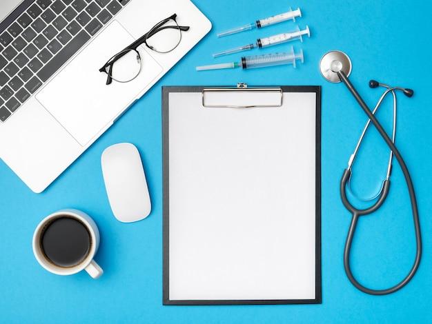 Medyczne tło opieki zdrowotnej. płaskie obiekty leżące z miejsca kopiowania