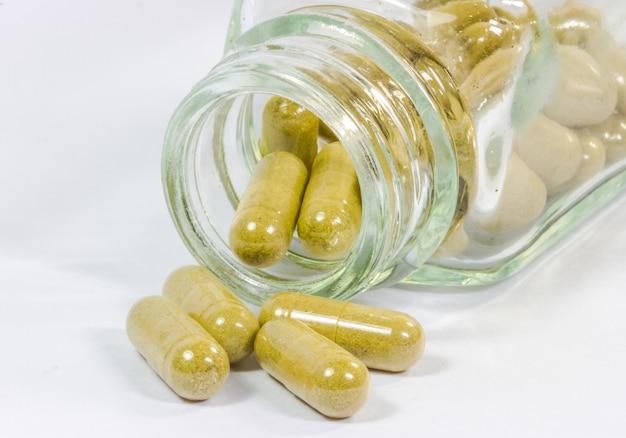 Medyczne ziołowe kapsułki z bliska