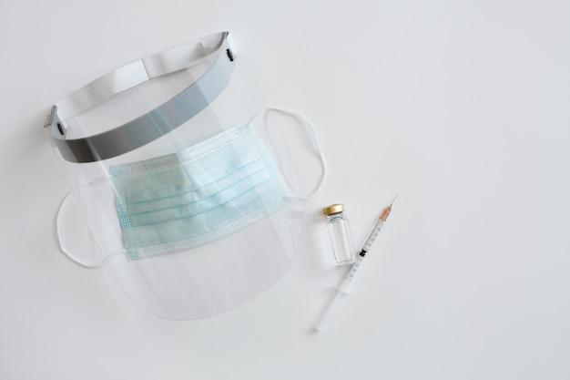 Medyczny sprzęt ochrony osobistej i preparaty do szczepień