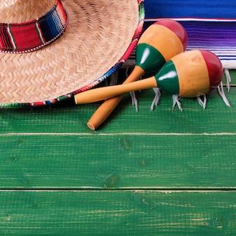 Meksyk cinco de mayo drewnianego tła meksykański sombrero