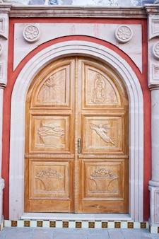 Meksyk, wejście do kościoła w starym azienda