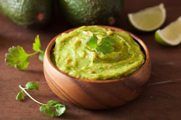 Meksykański dip guacamole i składniki