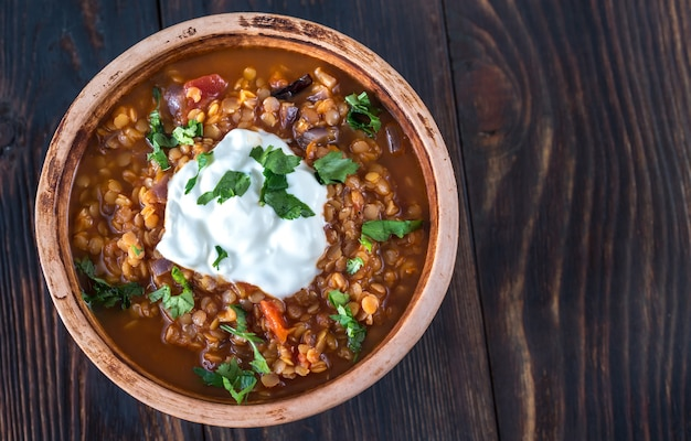 Meksykański pikantny gulasz z czerwonej soczewicy