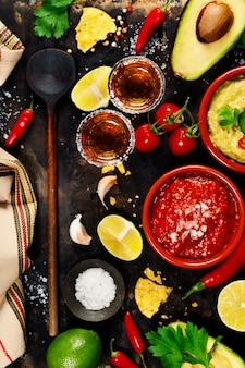 Meksykańskie jedzenie i strzały tequili