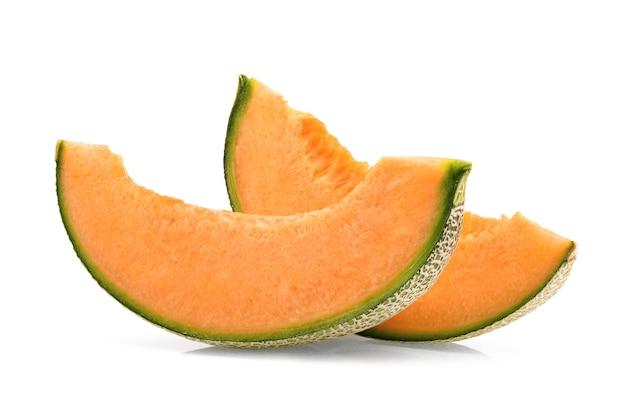 Melon kantalupa na białym tle