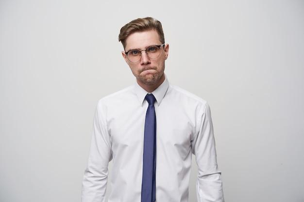 Menedżer w odrętwieniu, nie wie, co odpowiedzieć lub doradzić