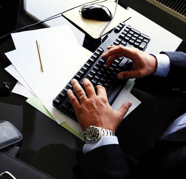 Menedżer w pracy w biurze