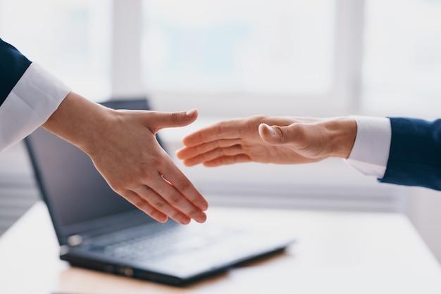 Menedżerowie biuro praca finanse praca komunikacja specjaliści