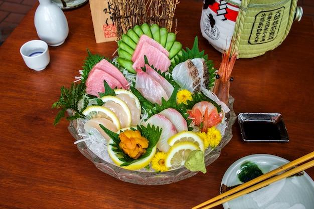 Menu zestaw surowych ryb sashimi
