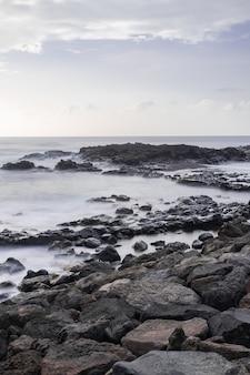 Mesa del mar wulkaniczna linia brzegowa, tacoronte, teneryfa, wyspy kanaryjskie, hiszpania