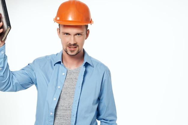 Męscy budowniczowie plany konstruktora pracującego zawodu