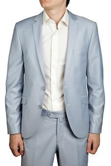 Męski garnitur ślubny, marynarka i spodnie jasnoniebieskie pastelowe, na białym tle.