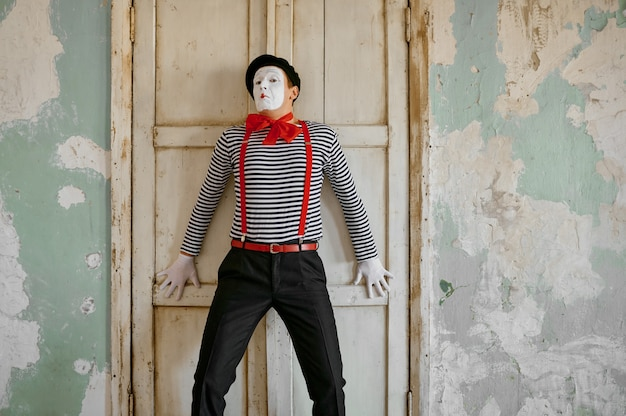 Męski klaun, mim, parodia komediowa