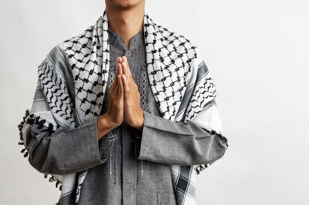 Męski muzułmański powitanie nad bielem