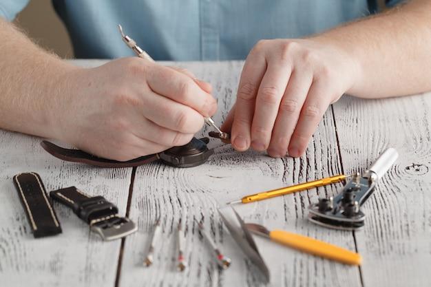 Męski zegarek ze stali nierdzewnej i ręcznie zmieniaj pasek