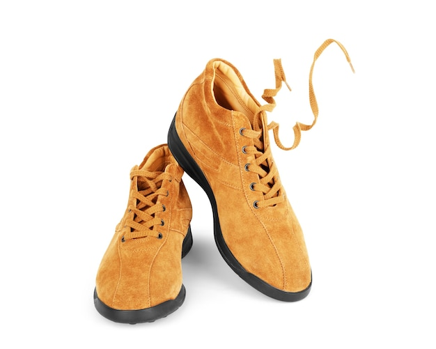 Męskie buty brązowe skórzane na białym tle, izolowany produkt