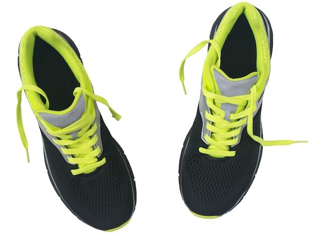 Męskie buty do biegania na białym tle.