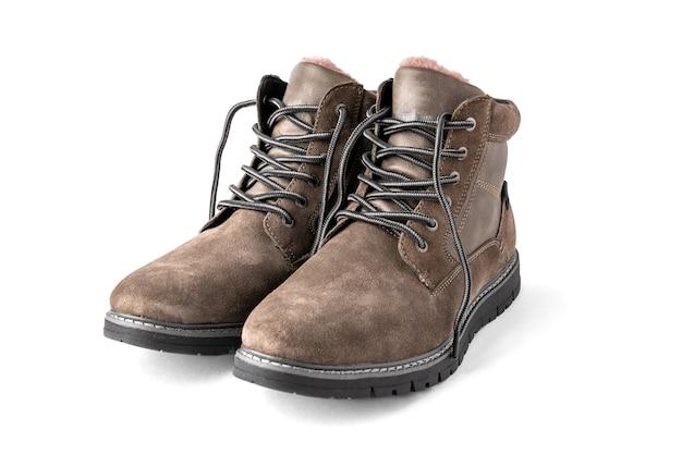 Męskie buty zimowe na białym tle