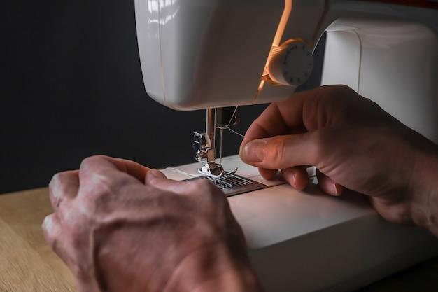 Męskie ręczne wkładanie nici do igły maszyny do szycia