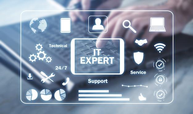 Męskiej ręki dotykając it expert business internet technology