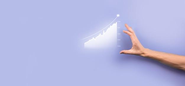 Męskiej ręki trzymającej ikonę wykresu. sprawdzanie analizowania wykresu wykresu wzrostu danych sprzedaży i giełdy w globalnej sieci. strategia biznesowa, planowanie i marketing cyfrowy