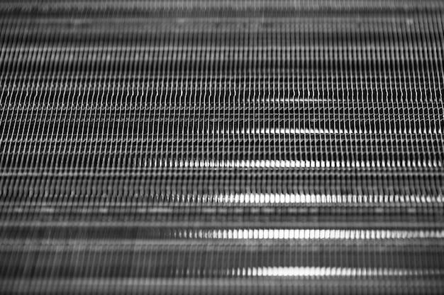 Metaliczna prążkowana bezszwowa tekstura w rozmyciu. stal. wzór.