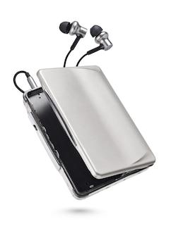 Metaliczny przenośny magnetofon kasetowy z izolowanymi słuchawkami