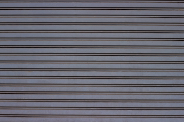 Metalowa brama rolowana, garaż i fabryka.