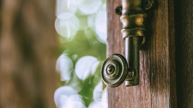 Metalowa klamka do drzwi