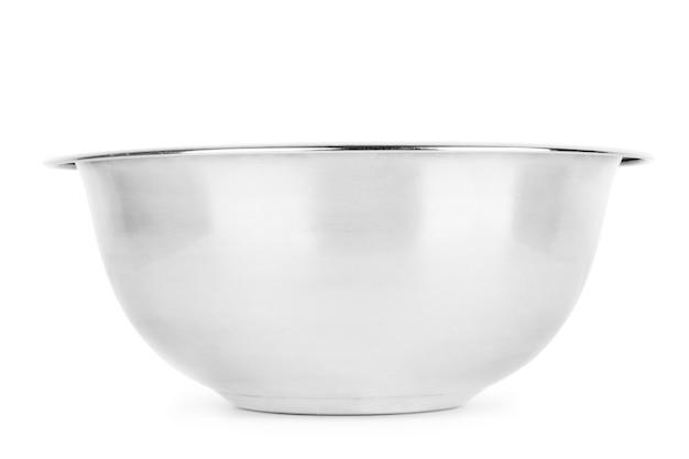 Metalowa miska dla zwierząt na białym tle