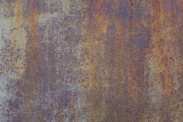 Metalowa ściana z rdzą. korozja metalu. zdjęcie wysokiej jakości