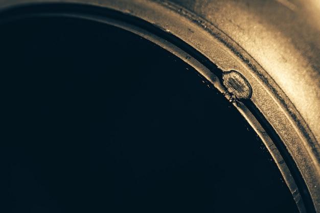 Metalowe okrągłe zbliżenie szczegółów. niedoskonałe tło.